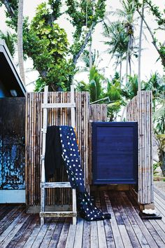 33 outdoor shower ideas for an exhilarating fresh-air shower. See inspiring photos of outdoor bathing fixtures and enclosures. Spring and Summer is the ideal warm weather to build or take an outdoor shower! For more bathroom ideas go to Domino. Outdoor Spaces, Outdoor Chairs, Outdoor Living, Outdoor Decor, Outdoor Bathtub, Outdoor Bathrooms, Outdoor Toilet, Outside Showers, Outdoor Showers