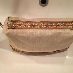 Estelle Desmit sur Instagram: Et une trousse de toilette Zip-Zip de plus! Cette fois elle est pour moi 🤩... passepoilée svp 😜... j ai utilisé mes petits trésors achetés…