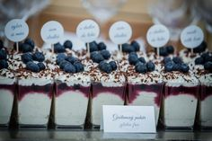 Svadobné koláče cupckaes wedding cakes koláčiky candy bar Wedding Cakes With Cupcakes, Cheesecake, Candy, Bar, Desserts, Food, Tailgate Desserts, Deserts, Cheesecakes