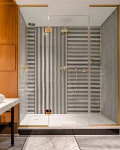 hotel vernet paris design bathroom douche carrelage