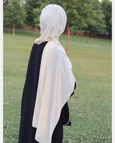 Luxurious chiffon hijabs are available at www.thehijabcity.com. Us-based online hijab brand.