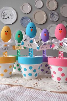 DIY Easter Decorations - Decor Ideas for the Home and Table - Easter Chick Craft Colorful Place Holders - Cute Easter Wreaths, Cheap and Easy Dollar Store Crafts for Kids. Vintage and Rustic Centerpieces and Mantel Decorations. Easter Crafts For Adults, Bunny Crafts, Easter Crafts For Kids, Easter Ideas, Flower Crafts, Clay Pot Crafts, Easy Crafts, Paper Crafts, Art Adulte