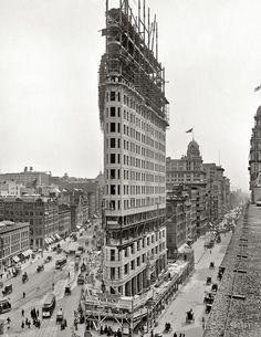 Flatiron Building, New York. The Manhattan landmark under construction. 1902.