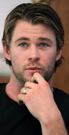 Chris Hemsworth.  Oh. my. God.  His face here... hello.