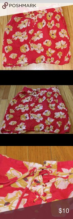 Urban Outfitters Kimchi Blue Red Floral Mini Skirt Size 4.  Approximate measurements:  Waist: 29 inches Length: 19 inches  Fast shipping from Colorado!  Thank you for viewing! Kimchi Blue Skirts Mini