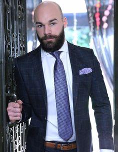 Bald Head With Beard, Bald Men With Beards, Hot Beards, Hairy Men, Beard Suit, Beard Look, Different Beard Styles, Bald Men Style, Brown Beard