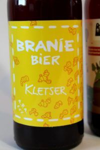 Branie Bier - Kletser Ongewoon Lekker Review van Beer in a Box: Ik was in het begin een heel klein beetje sceptisch; bierliefhebbers blij maken met onbekende bieren? Maar wij kennen alles toch al? 😉 Leuk om te zien dat zelfs de doorgewinterde speciaalbierdrinkers nog eens verrast kunnen worden met de bieren van de Beer! 😀 Fans, Drinks, Bottle, Beer, Drinking, Beverages, Flask, Drink, Jars