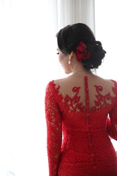 Prosesi lamaran tradisional Batak ini berlokasi di gereja dan juga kediaman Natalia. Yuk simak cerita lengkapnya di sini. Vera Kebaya, Kebaya Lace, Kebaya Brokat, Dress Brokat, Kebaya Dress, Kebaya Wedding, Wedding Dresses, Model Kebaya Modern, Indonesian Kebaya