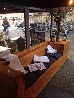 Loungebank met plantenbak (olijfboom) steigerhout
