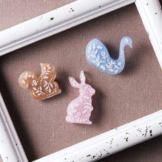 パステルカラーと手書きの模様がかわいい動物ブローチの作り方(アクセサリー) | ぬくもり