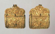 Coppia di orecchini in oro a bauletto - Museo Naz.Etrusco di Villa Giulia, Roma