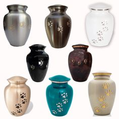 My wife Tammy and I were unable to find a suitable pet urn (or pet memorial) for our dog Bitsy. Like most people, we knew nothing about pet memorials, pet urns, or the pet cremation process. When we lost Bitsy, we spent a lot of time researching pet urns Pet Memorial Gifts, Memorial Urns, Cat Memorial, Memorial Ideas, Burial Urns, Dog Urns, Pet Cremation Urns, Pet Ashes, Custom Dog Portraits
