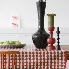tablecloth in 100% cotton with a pvc coating machine washable. Fresh apple design. Engelpunt is the designer