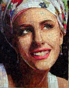 Anđelke Radojević uči strance izradi mozaika
