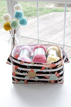 Simple and Sweet 30 Minute DIY Fabric Storage Basket - - Simple and Sweet 30 Minute DIY Fabric Storage Basket crafting and sewing Simple and Sweet 30 Minute Fabric Basket Fabric Storage Baskets, Sewing Baskets, Dyi Baskets, Picnic Baskets, Sewing Blogs, Easy Sewing Projects, Sewing Ideas, Sewing Diy, Sewing Crafts