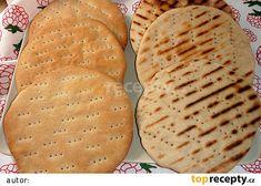 Polární chléb (severské chlebové placky) recept - TopRecepty.cz    Suroviny  400 g hladké pšeničné mouky 100 g žitné tmavé chlebové mouky 1,5 KL soli 250-270 ml vlažné vody 40 g rozpuštěného sádla ----------------------------- 20 g čerstvého droždí 1/2 KL cukru 100 ml vlažné vody
