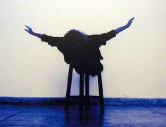"© Helena Almeida. ""Voar"", 2001"