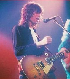 Jimmy Page singing backup vocals. So cute!!!
