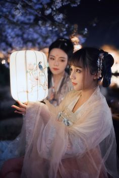 Welcome dear puppets! Chinese Clothing, Chinese Dresses, China Girl, Poses, Chinese Culture, Hanfu, Japanese Kimono, Traditional Dresses, Traditional Chinese