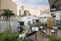 The Mother City's most original, convenient and fun place to stay! The luxurious Grand Daddy Boutique Hotel on Long Street bustles with energy. Rooftop, Fresh