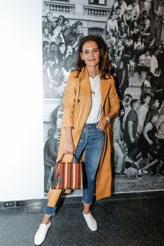Mar 2020 - Even celebrities can't resist the allure of a quality basic—and these are the six everyone from Priyanka Chopra to Katie Holmes wears on repeat. Trench Coats, Trench Coat Outfit, Leather Trench Coat, Katie Holmes, Look Fashion, New Fashion, Fashion Outfits, Lolita Fashion, French Fashion