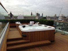 Garden roof-top design and build London : Modern spa by Decorum . London