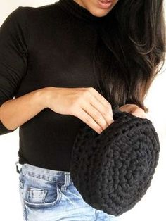 DIY Crochet Bubble Clutch - FREE Pattern by Knit Safari and THNLife Blog