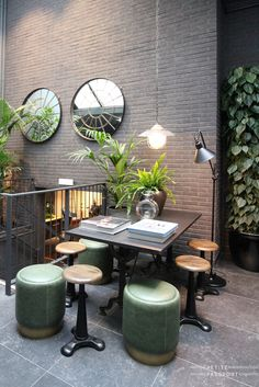 The Pulitzer consists of no less than 25 (!) canal houses, a section along the Prinsengracht and a section on the Keizersgracht. After 46 successful years on this central location, it was time for an upgrade of the somewhat old-fashioned decor. They asked Jacu Strauss,...