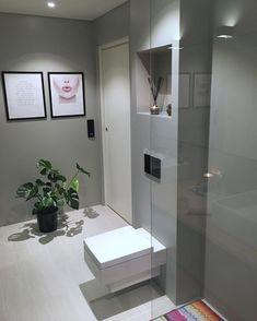 """5,141 likerklikk, 44 kommentarer – Laila Lillerovde (@villalille) på Instagram: """"Go'morn🌿 Innom for å ønske dere en fin dag!😘 Husk også #charmingsunday hos @futurenordichome i…"""" Bathroom Lighting, Bathtub, Mirror, Furniture, Home Decor, Instagram, Bathroom Light Fittings, Standing Bath, Bathroom Vanity Lighting"""