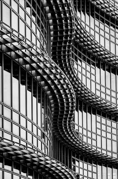 Artistic Photography Alcoa building Pittsburgh The juxtaposition of curved lines over the perpendicular lines of this structure create a visually engaging and appealing pattern. Architecture Design, Amazing Architecture, Contemporary Architecture, Black Architecture, Pittsburgh, Amazing Buildings, Monochrom, View Photos, Black And White Photography