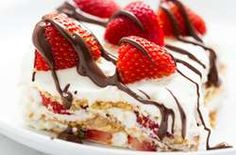 NO BAKE Strawberry Icebox Cake – I Heart Naptime - a quick and easy dessert made with homemade whipped cream. Brownie Desserts, Oreo Dessert, Mini Desserts, Chocolate Strawberry Desserts, Strawberry Icebox Cake, Easy No Bake Desserts, Strawberry Recipes, Frozen Desserts, Summer Desserts