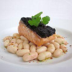 Ricetta scottata di salmone con olive e fagioli
