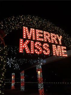 Trendy ideas for quotes christmas spirit seasons Christmas Feeling, Noel Christmas, Merry Little Christmas, Christmas Photos, Winter Christmas, Green Christmas, Christmas Qoutes, Xmas Holidays, Christmas Christmas
