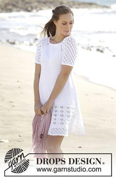 Kleid mit Raglanschrägung, A-Schnitt und Lochmuster, gestrickt von oben nach unten in Muskat. Größe S - XXXL. Kostenlose Anleitungen von DROPS Design.