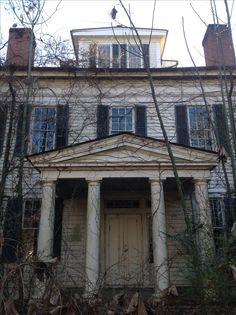 Abandoned Alabama plantation house.