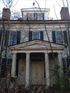 Abandoned Alabama plantation house.