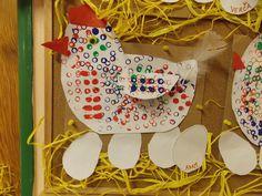 Kropenatá slepička snesla bílá vajíčka... Apron, Aprons
