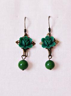 Antique Bronze Earrings. Dark Green Flowers Earrings. Hook Earrings. Long Earrings. Perfect women gift de dequitaypon en Etsy