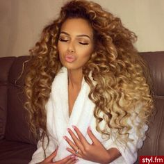 Hair Goals Blonde Curly Hair Style Flawless Makeup Beautiful