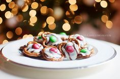 Christmas Pretzel M&M Hugs...yummy and easy snack for the Holidays!!