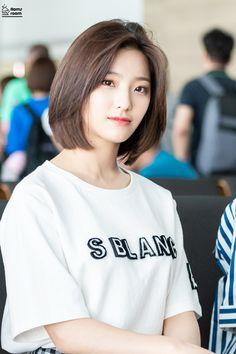 Short Hair Korea, Hair Style Korea, Asian Short Hair, Korean Short Hairstyle, Haircuts For Medium Hair, Medium Hair Cuts, Short Hair Cuts, Medium Hair Styles, Long Hair Styles