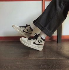 Aesthetic Shoes, Aesthetic Clothes, Sneakers Fashion, Shoes Sneakers, Shoes Heels, Zapatillas Nike Jordan, Jean Large, Hype Shoes, Grunge Outfits