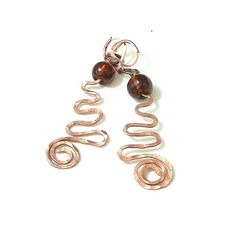 Kolczyki czysto miedziane. Kute spirale / Pure copper earrings . Forged, hammered copper coils and a ball made of Venetian glass