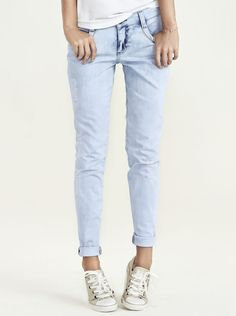 Calça Feminina Super Skinny Em Jeans Com Desgaste Na Cor  e7b830108ac9d