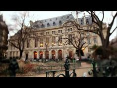 A documentary (in French) on the history of Paris until the time of Louis XIV with some lovely renderings of historic Paris from different periods. Ap French, Core French, French History, Learn French, French Teacher, Teaching French, World Languages, Foreign Languages, Foto Paris