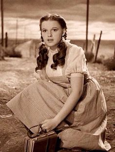 The Wizard of Oz Dorothy Gale (Judy Garland) Judy Garland, Wizard Of Oz Movie, Wizard Of Oz 1939, Dorthy Wizard Of Oz, Wizard Of Oz Characters, Wizard Of Oz Quotes, Classic Hollywood, Old Hollywood, Divas