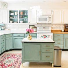 Old Kitchen Cabinets, Kitchen Cabinet Colors, Painting Kitchen Cabinets, Kitchen Paint, Kitchen Redo, New Kitchen, Kitchen Design, Annie Sloan Chalk Paint Kitchen Cabinets, Turquoise Kitchen Cabinets