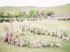 """1,689 mentions J'aime, 12 commentaires - Once Wed (@oncewed) sur Instagram : """"This horse-shoe shaped ceremony installation creates a garden out of a field of grass, and if…"""""""