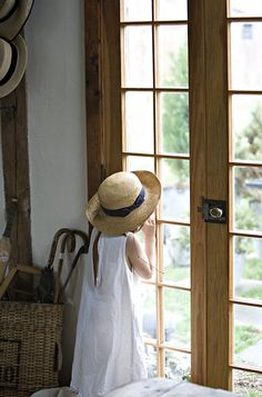 Wicker Welcome Lane Rustic French, French Country Cottage, French Countryside, French Farmhouse, Country Farmhouse, Country Charm, Country Living, Farmhouse Decor, Through The Window