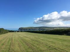 Ty Canol Farm, Newport Pembrokeshire 🏕 Stunning views, really friendly owner, walking distance to Newport and the beach, lovely coastal walks around. Basic facilities but just what you need. Huge site!